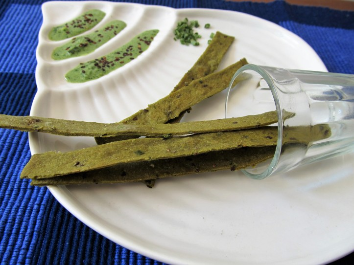 Zero-Fat Baked Spinach Wholewheat Sticks with Black Sesame and Chives2.JPG